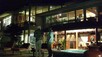 http://www.live-247.com/103/imagez/2006_1123_N-thumb.jpg